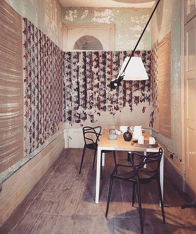 Loft by PortoIn @casaportodesignhouse CasaPorto2015 Tapeçaria / Tapestry FerreiradeSá Kartell PhilipStark MasterChair