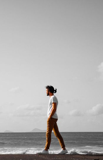 Pensées 💭 EyeEm Best Shots EyeEm Nature Lover EyeEmNewHere Sea Full Length One Person Horizon Over Water Real People Standing Leisure Activity Outdoors EyeEmNewHere