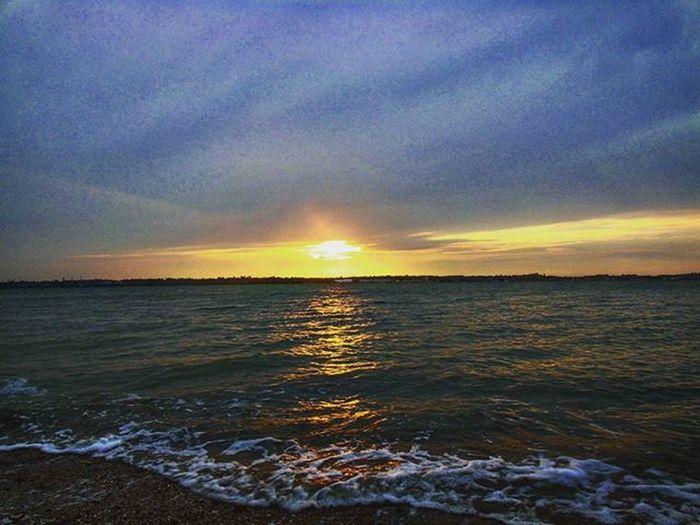🌅💕 Likeit Loveit Goood Westonshore Sea Waves Beach Windy Cold Walk Lushday Lushsunset Naturelovers Muddy Beautiful Remarkable Remarkableview Longwalks Astonishingview