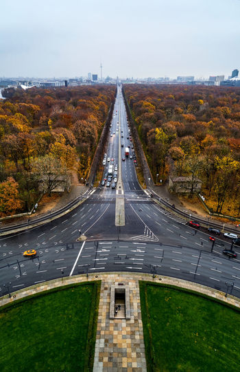 autumnly vibes Autumn Herbst Siegessäule  Victory Column Tiergarten Berlin Germany Deutschland Travel Destinations Travel Cityscape Urban Water Road City High Angle View Street Sky Grass