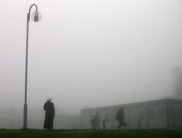 Fog Foggy Muslim Woman Veiled Rushing Men Lamppost Daylight Morning Waiting Education University Colchester Unıversıty Essex