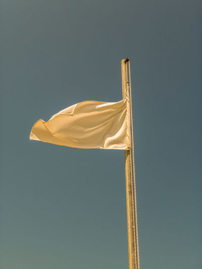 White flag Wind