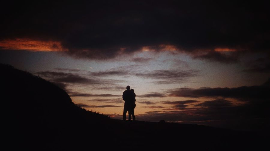 Together Sommergefühle Silhouette Sunset Beauty In Nature Real People Togetherness Sky Lifestyles Nature Wanderlust Wandering Couple Person Love Cliff Portugal Algarve Surfing Evening Sunshine Yellow Orange Violet Skyporn Sea
