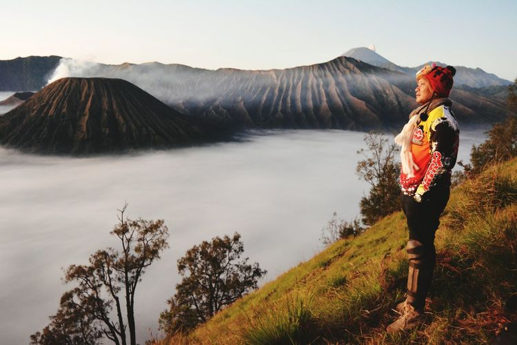 Negeri diatas awan...... Mountain Volcano Adults Only One Person Adult People Camera - Photographic Equipment Photographing Hiking Cloud - Sky Landscape Photography Themes Photographer Adventure Travel Destinations Full Length One Man Only Only Men Day Outdoors