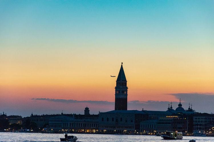 Plane fly close to il campanile in venice