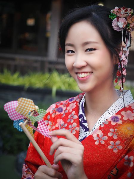 beautiful woman in kimono dress smiling Japanese Culture Japanese Style Kimono Travel In Japan Looking At Camera Woman Portrait Woman In Kimono Only Women Red One Person Adult One Woman Only Adults Only Young Adult People One Young Woman Only Smiling Portrait Beautiful Woman Beauty Young Women Holding Outdoors Headshot