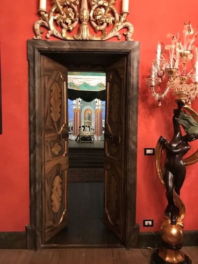 Statue Sculpture Human Representation Art And Craft Male Likeness Female Likeness Religion History Architecture Ornate Indoors  Built Structure Door Spirituality Place Of Worship Travel Destinations No People Altar Day Museum