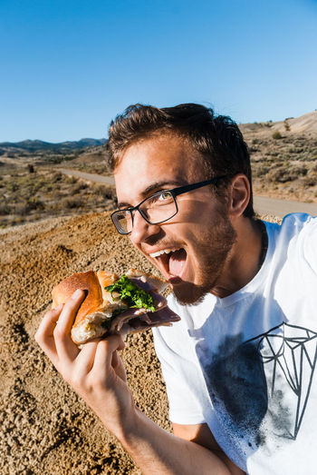 Hamburger Letuce Desert Painted Hills, Oregon Eating Joy Happy Smile One Man Only One Person Adults Only Only Men Archival Headshot Outdoors Clear Sky People Sky Day Adult Beach Close-up Young Adult Lieblingsteil Miles Away Uniqueness EyeEmNewHere