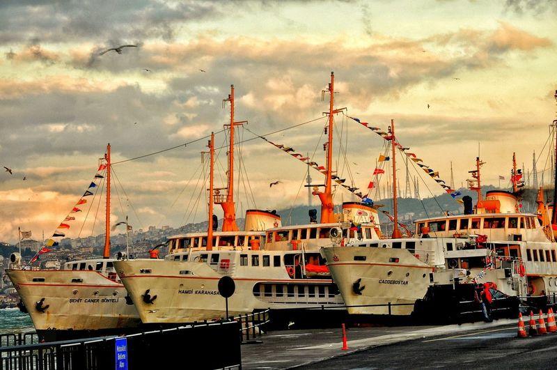 Vapur Ferry Eminönü Urban Geometry Streetphotography Caddebostan Hamdi Karahasan Sehit Caner Gonyeli Istanbuldayasam Istanbulbogazi