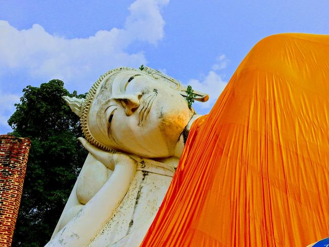 Reclining Buddha Statue. Wat Khun Intha Pramul. Ang Thong. TH. Buddha Head Buddha Statue Buddha Temple Outdoors No People Landscape Day Sky Multi Colored Beauty In Nature Temple In Thailand Templephotography Temple Architecture Place Of Worship Full Frame BUDDHISM IS LOVE Travelling Thailand Place Of Religion Focus On Foreground Travel Destinations Built Structure Religion Spirituality Architecture Place Of Worship Architecture Sculpture