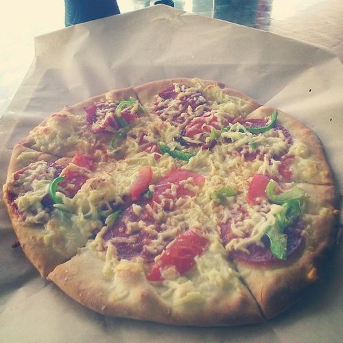 The most tasty simple Unoily Cheese , Sausage , Tomato & capsicum pizza I've tasted came from this local fave near Melbourne airport yesterday... It came out just right, fluffy with a right crispy texture in the toasted cheese (haloumi)...