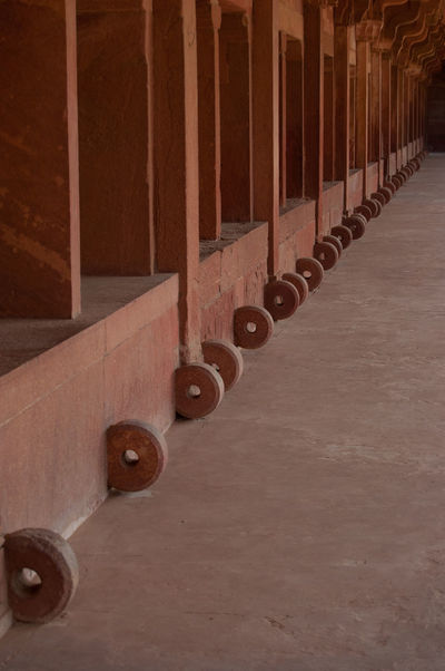 Circle Colonnade Diminishing Perspective Fatehpur Sikri Group Of Objects History In A Row Incidental People India Tour India Tourism Large Group Of Objects Memories The Way Forward Variation