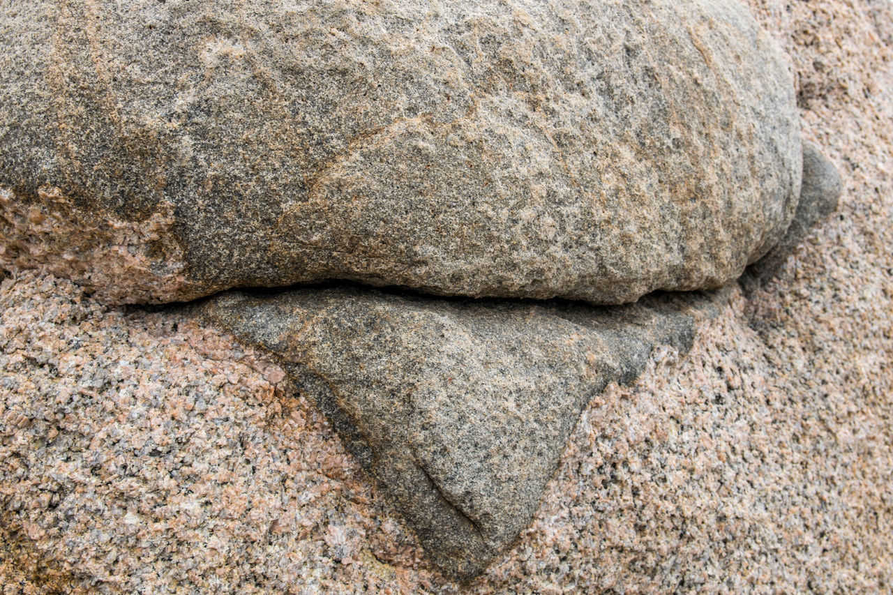 FULL FRAME SHOT OF ROCK WITH SEA