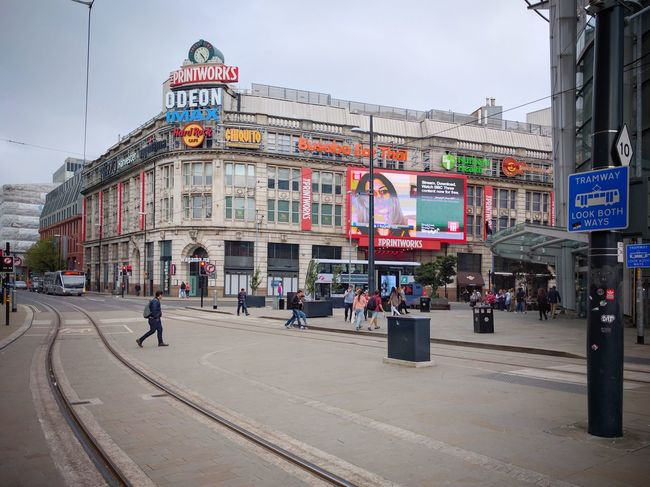 Near Printworks, Manchester ⏺️ Cerca de Printworks, Mánchester Manchester Inglaterra England Travel Destinations Architecture Building Exterior City Ciudad Day Dia Outdoors People Arts Culture And Entertainment Viaje Travel