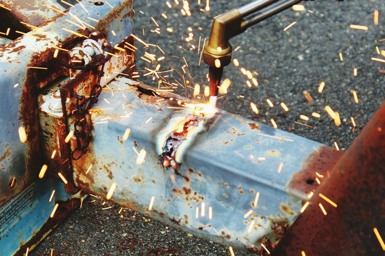 Workbench Metal Cutting Metal Heat - Temperature Flame Cutting Torch Igniting One Person Sparks