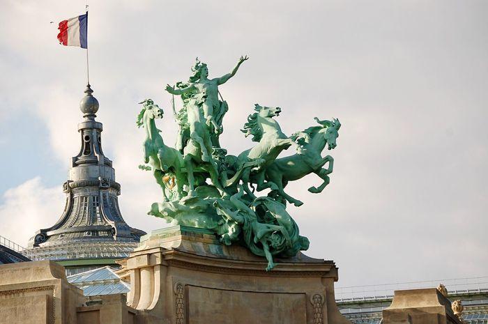 Statue Architecture Sculpture Travel Destinations No People Paris Viajando Viajar Tourism Travel Destination Viajesito A Europa Viaje City Building Exterior