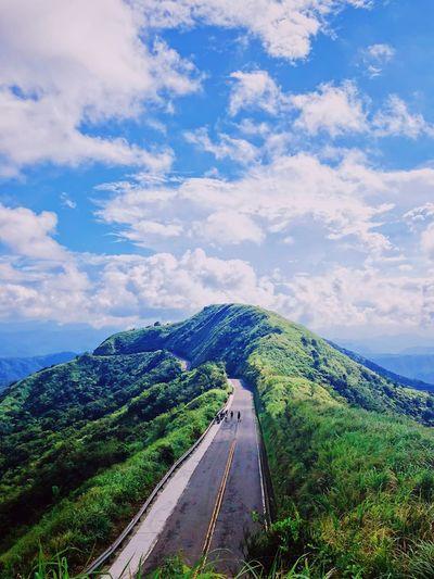 我還是渴望一個人的生活 Cloud - Sky Sky Transportation Beauty In Nature Plant Nature Day The Way Forward Road Blue
