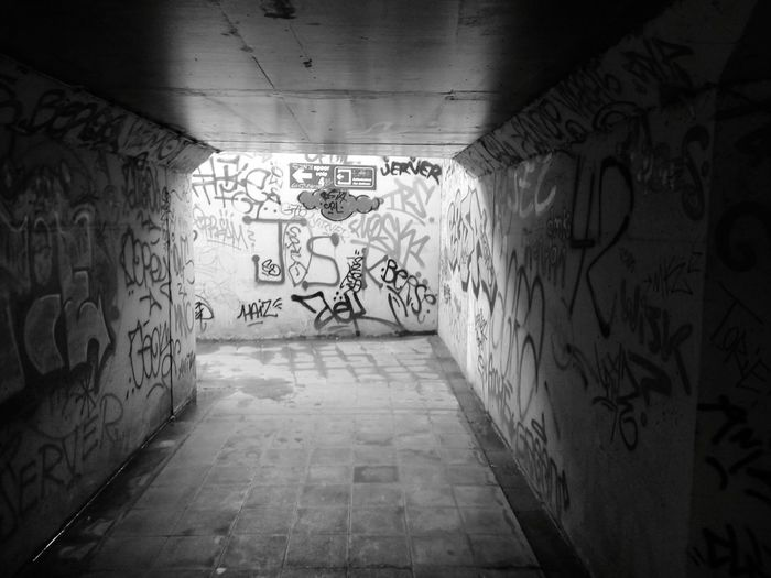 Huawei Shots Public Transportation Notes From The Underground D-ME Photography Black And White EyeEm Filter Tags Graffiti