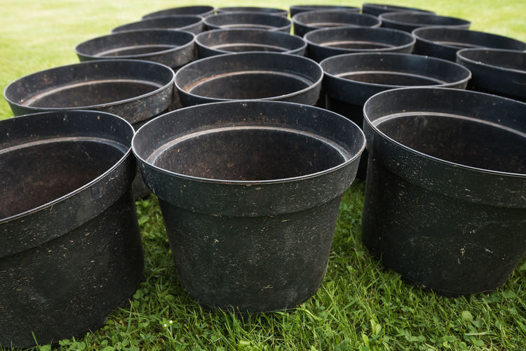 20 empty plant pots are waiting for tomato plants. Close-up Day Field Gardening Grass Growth High Angle View Nature No People Nusshain 06 17 Outdoors Plant Pots Repotting