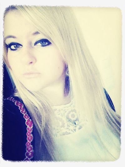 Blondinka Kiss Hello World look in my mirror i find Myself ???