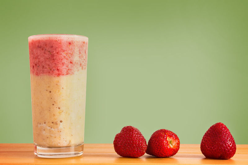 Banana & Strawberry Smoothie Banana Smoothie Colour Of Life Colours Of Life Copy Space Food Indulgence Juicy Layered Smoothie Organic Pink Color Red Ripe Smoothie Smoothie Time  Smoothies Still Life Strawberry Strawberry Smoothie Studio Shot Eyeemphoto