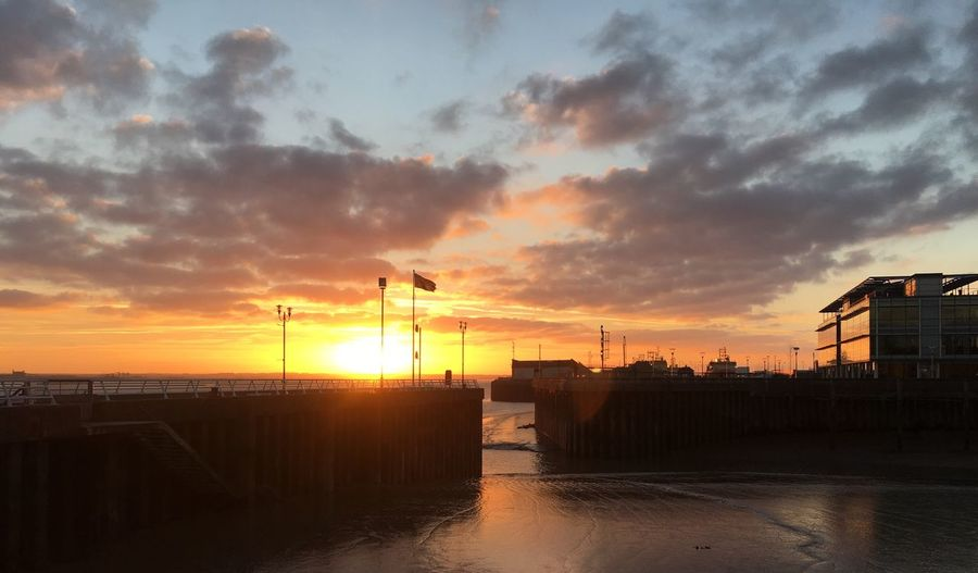 Sunset Water Beauty In Nature River Humber Port Of Hull Orange Glow Dramatic Sky Waterfront Harbour Hull City Of Culture 2017 Dock