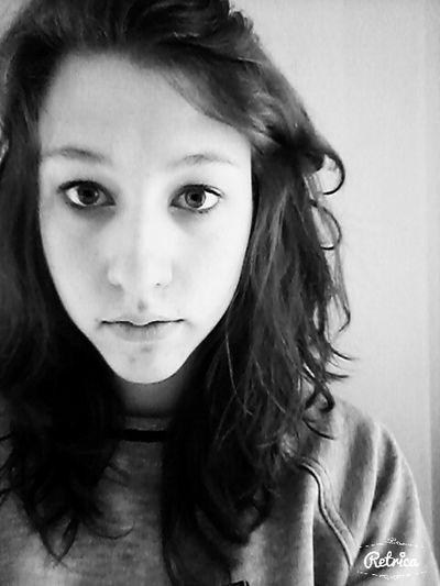 Blackandwhite Girl Brune