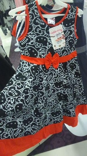 Searching for dress :-D Hello Kitty Parkson 1utamashoppingmall Shopping Capture The Moment Sony Xperia