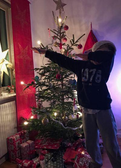 En juldab från lillebror 😎🎄🎁 Verycool 100% Natural Christmas Tree Tradition Dablife
