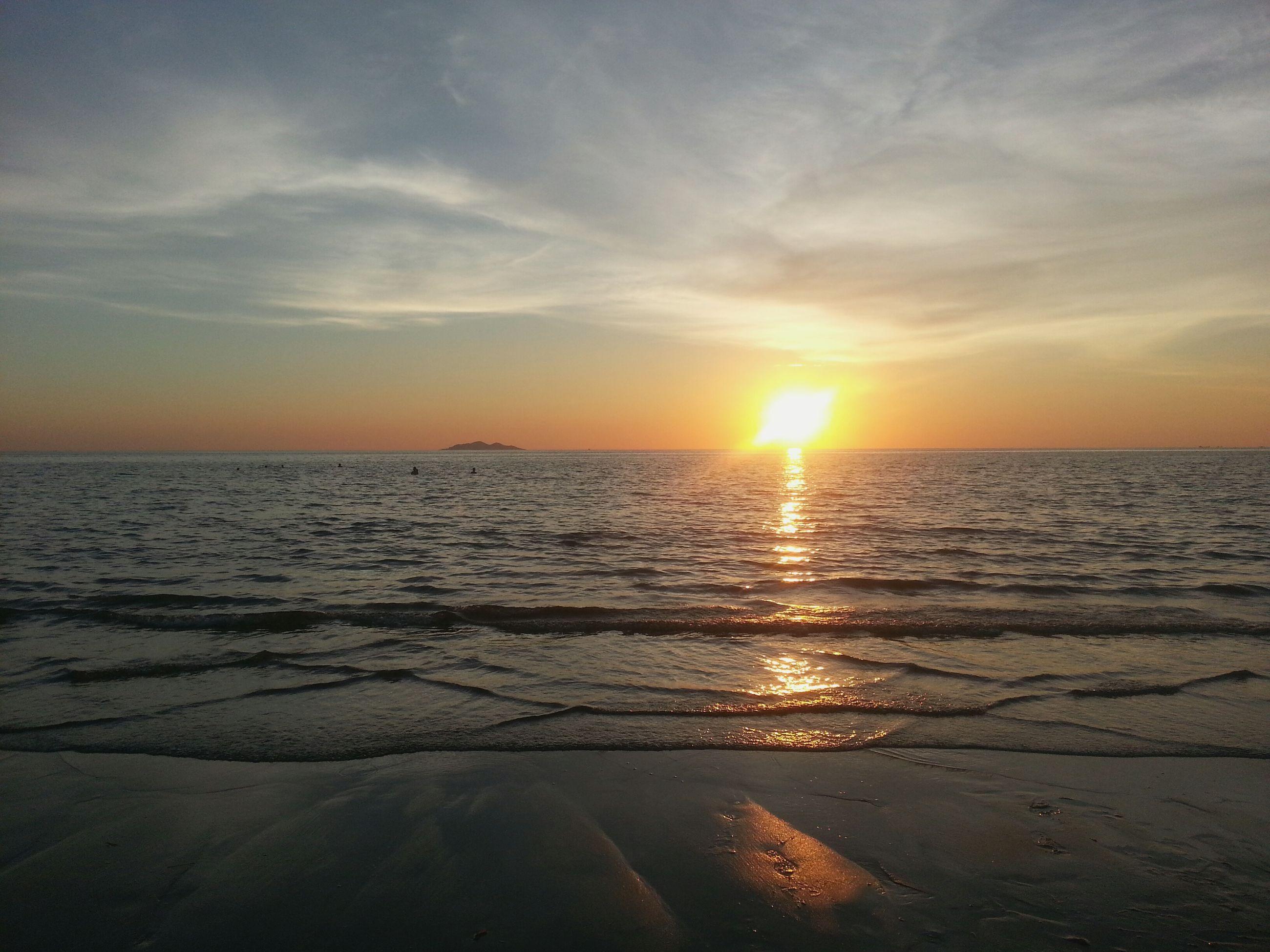sunset, sea, sun, water, horizon over water, scenics, beach, tranquil scene, beauty in nature, tranquility, sky, shore, orange color, reflection, idyllic, nature, sunlight, cloud - sky, sand, sunbeam