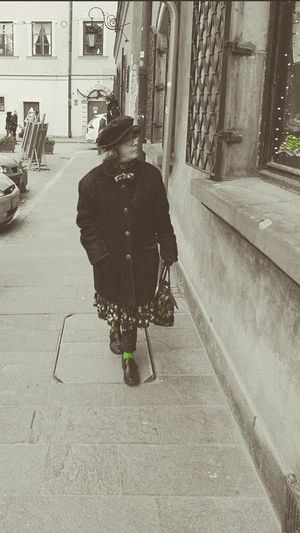 Streetstyle Warszawa  Beautiful Woman Real People Lifestyles One Person Women Outdoors City Life Built Structure Architecture Old Town Old Woman Attitude Attention To Detail Green Streetphotography Warsaw Poland Fashion Stories