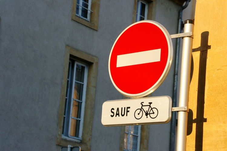 Sauf Don't Drink And Drive Bike Bicycle Bicycles France Metz Metz, France Einbahnstraße Road Signal Road Bike Text Textured  Road Sign Building Exterior Communication Red Stop Sign Warning Sign Text No People City The Street Photographer - 2018 EyeEm Awards