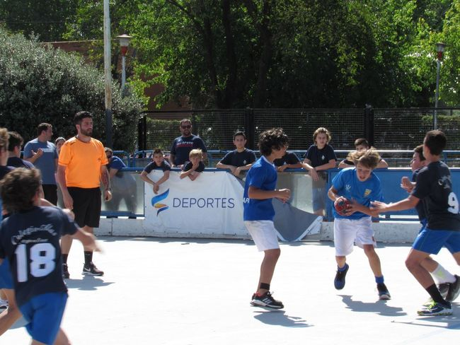 Action photo 1 Handball Match Group Of People Real People Crowd Large Group Of People Sport Men Leisure Activity Full Length Tree Lifestyles Day Standing Nature Casual Clothing Plant Enjoyment City Adult Outdoors