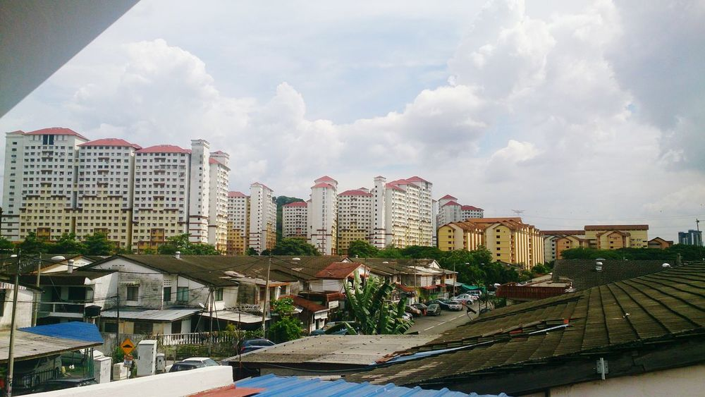 Seeing those beautiful clear sky,,, say no more haze, we should think more on our future and act wisely. 🌲🌳🌴🌎 Haze no more. Taking Photos Sky And Clouds HomeAlone