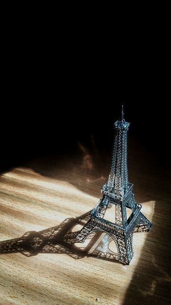 Today :) I Made This! Eiffel Tower 3d Metal Model Wooww...... So Beautiful *^-^* Sun Light Light And Shadow
