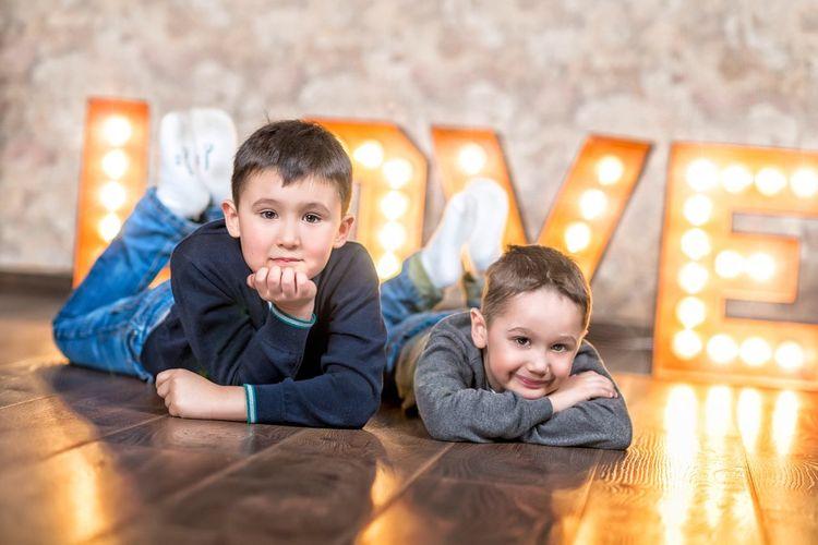 Братья братья мальчики ребенок малыш дети детство любовь