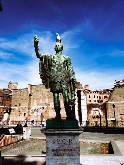 Giuliocesare Giulio Cesare Juliocesar Roma Rome, Italy Italy. Rome Rome Italy🇮🇹 Roma Caput Mundi Italy 🇮🇹 Italie Statue Sculpture Travel Destinations City Sky Architecture No People Outdoors Day Vacations Ancient History Travel Place Of Worship
