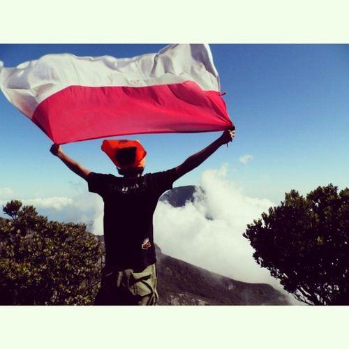 Hiduplah Indonesia Raya. Indonesiaraya Flag Proud NKRI mountain westjava gede pangrango country