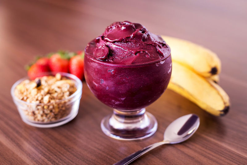 Açaí with fruits Banana Berry Fruit Eating Utensil Focus On Foreground Food Food And Drink Freshness Fruit Granola Healthy Eating No People Ready-to-eat Still Life Table Wood - Material