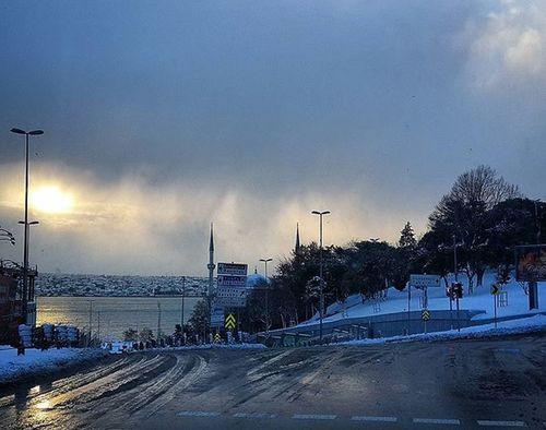 Istanbul Türkiye Turkey Travel Journey Weather Sun Weatherlive Lightsout Sky Cloud Cloudporn Clouds Bosphorus Landscape Sea Sea_sky Instamood Comeseeturkey Oneistanbul Istanbullife Morning Light Morning Sunshine Downtown atlasfotokesifkis