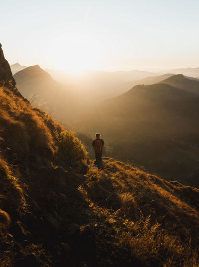 Adult Adults Only Adventure Backpack Beauty In Nature Exploration Full Length Healthy Lifestyle Hiking Landscape Leisure Activity Lifestyles Men Mountain Mountain Range Nature One Man Only One Person Only Men Real People Rear View Scenics Standing Sunlight Sunset