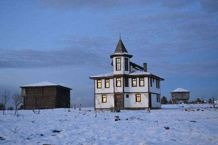 old house Snow
