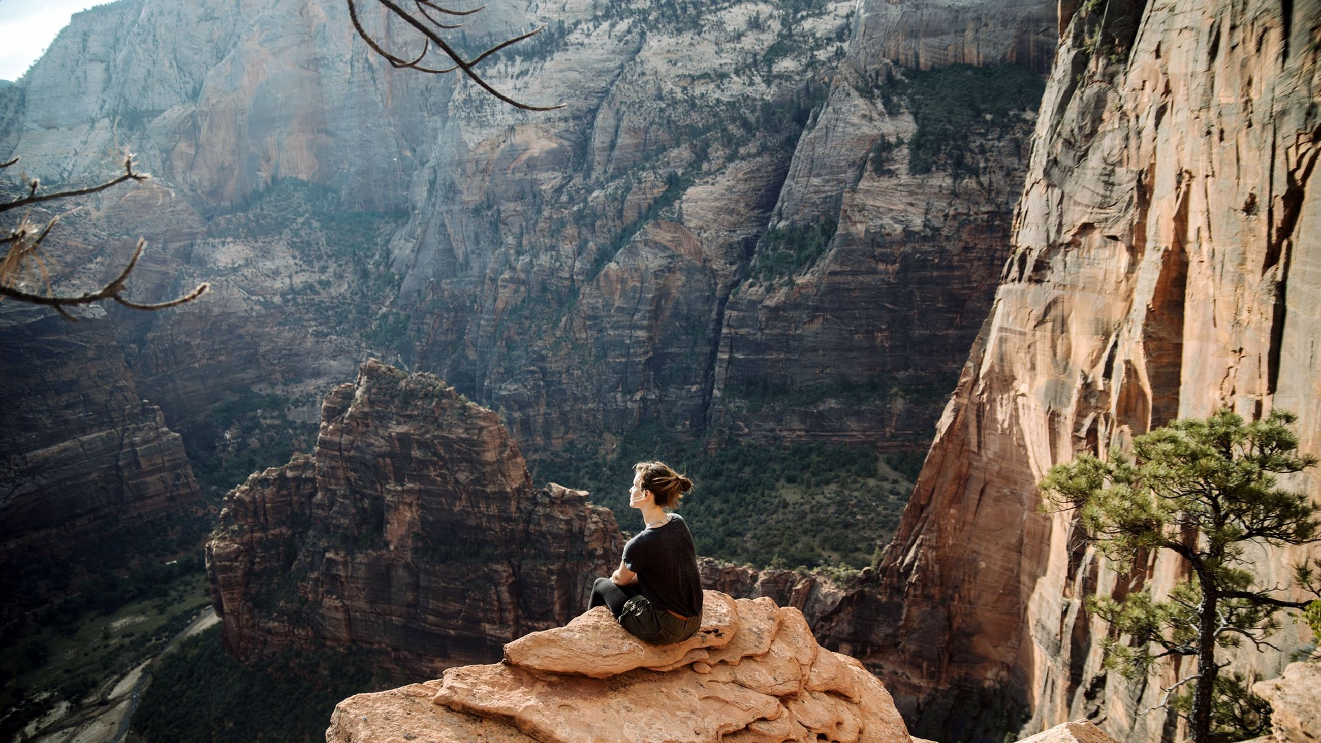 rock - object, rock formation, lifestyles, leisure activity, mountain, men, rear view, rock, tranquility, tourism, cliff, nature, tranquil scene, travel, tourist, scenics, person, rocky mountains