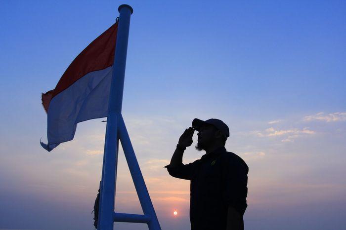 Lusuhnya Kain Bendera Tidak Melunturkan Rasa Jiwa Nasionalisme Merah Putih HUT RI 72 MERDEKA, Selat Sunda