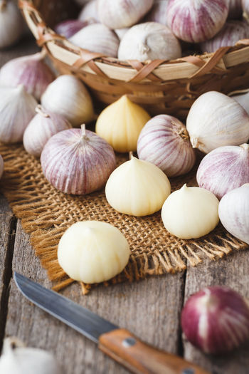 Solo garlics- Single garlic cloves ASIA Cooking Garlic Isolated Medicine Nature Papaer Rustic Vietnam Delicious Fabric Food Food And Drink Garlic Bulb Garlic Clove Ingredient Old Wood Organic Raw Food Solo Garlic Spice Still Life Tasty
