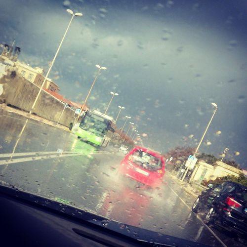 Pioveconilsole Pioggia Nuvole Pioggiaesole stradabagnata asfaltobagnato vialeitalia igerslivorno