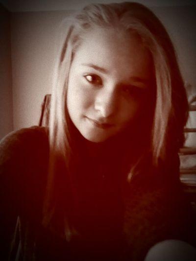 Hehe omg I look so different with my hair straight Cutie♥ Wierdoozzz❤ Lol♥ Hehe ☺hehe????