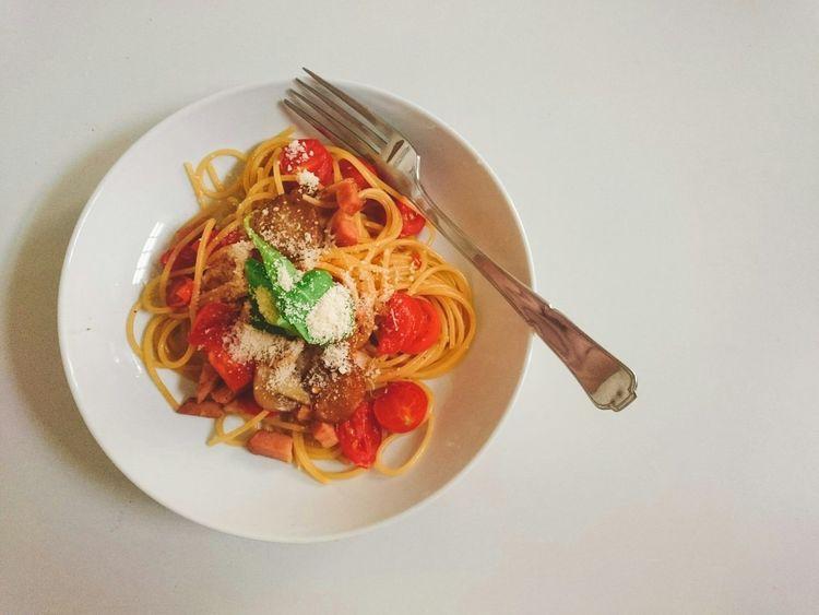 spaghetti with tomatos コピースペース Copy Space Food Dinner 食べ物 Spaghetti <3 Pasta Tomato Tomatos Lunch Yummy Cheese Basil Orange House Delicious Hungry スパゲッティ トマト パスタ チーズ イタリアン Italy Italian Food ランチ