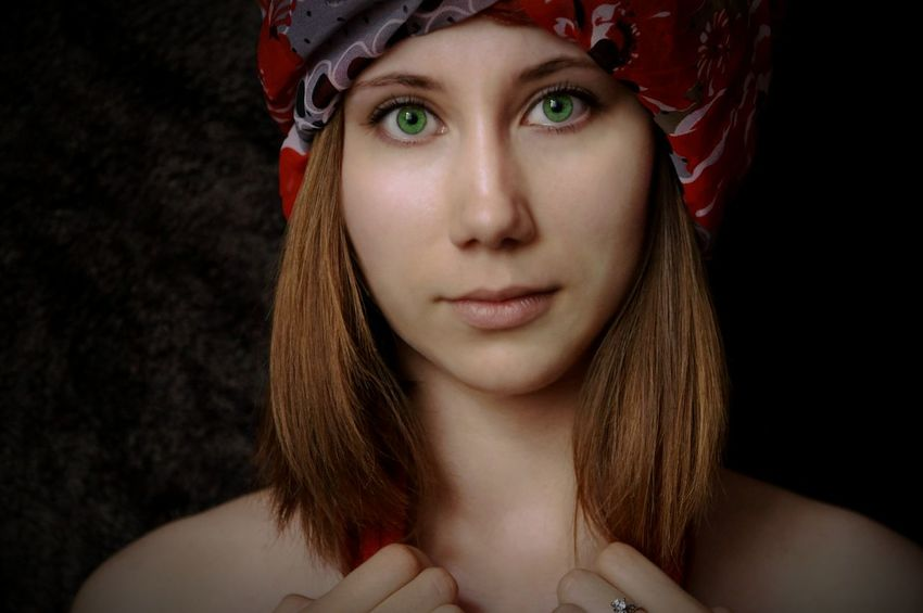 Portrait One Person Young Adult One Young Woman Only Looking At Camera Beautiful Woman Front View Beautiful People Red Human Body Part Black Background The Portraitist - 2017 EyeEm Awards Romantic About Her Only Women People Women Young Women Beauty Headwear Headscarf Greeneyebeauty Greeneyes Eyes Wide Open EyeEmNewHere