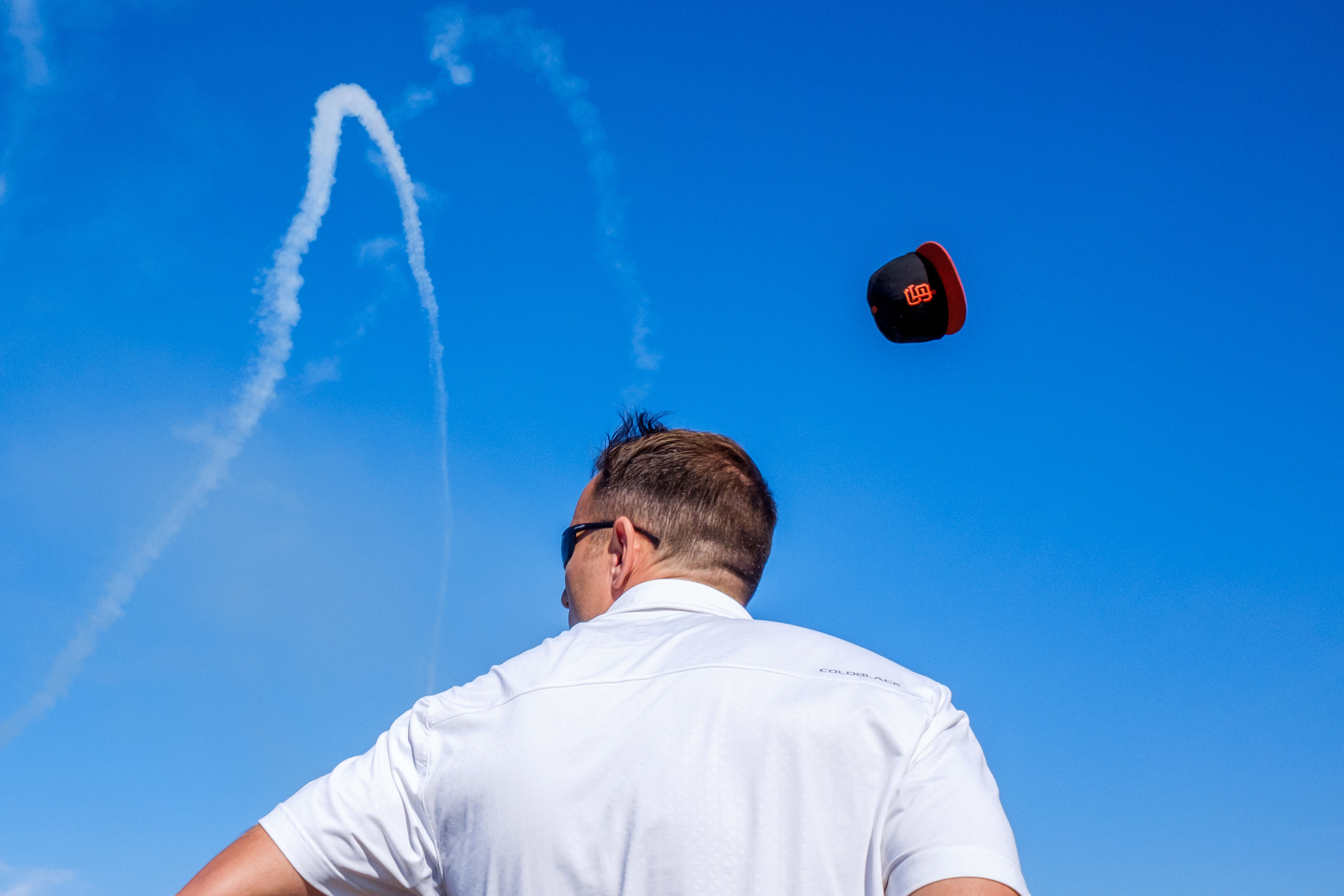 blue, flying, low angle view, sky, real people, mid-air, one person, day, motion, outdoors, leisure activity, men, nature, vapor trail